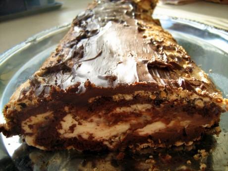 Bezowo-orzechowa rolada z czekolada i bita śmietana 01