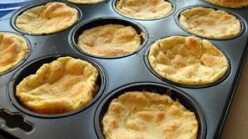 Muffinki serowo ziamniaczane z sosem pomidorowym