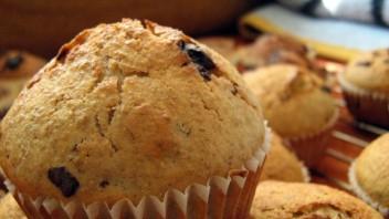 Muffiny z czekoladą, rodzynkami i kandyzowanym ananasem