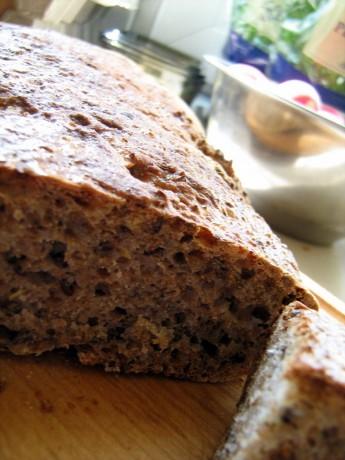 zytni chleb z siemieniem lnianym