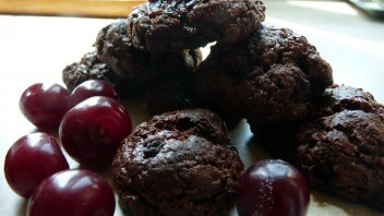 Czekoladowe ciasteczka z wiśniami