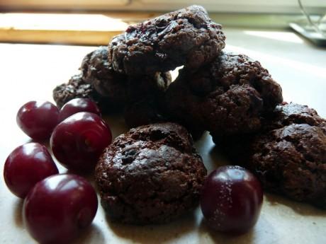 czekoladowe ciasteczka z wisniami