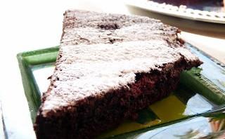 Czekoladowe, bezmączne brownie z truskawkami