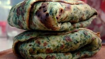 Zielone naleśniki z soczewicą i ziemniakami