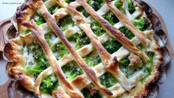 Tarta z ciasta francuskiego z brokułami
