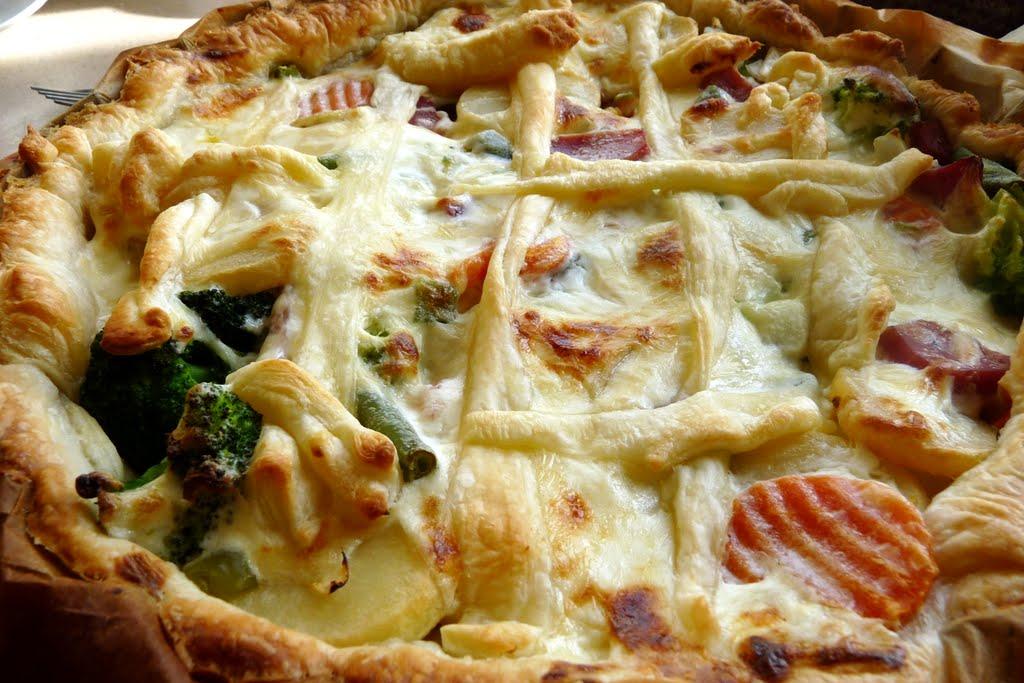 Superszybka tarta warzywna na cieście francuskim