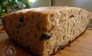 Pan de Horiadaki – grecki chleb na zakwasie z oliwkami