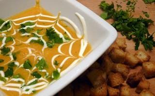 Zupa z dyni z imbirem i soczewicą