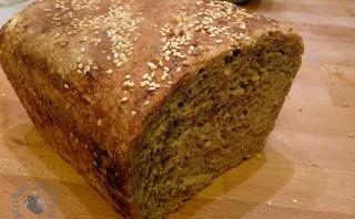Chleb na zakwasie z pastą tahini