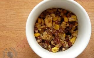 Sałatka z orzechów włoskich, miodu i kukurydzy