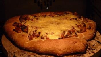 Pizza z potrawką z kurczaka