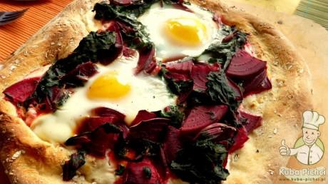 pizza z botwinka i jajkiem