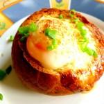 Jajko zapiekane w bułce