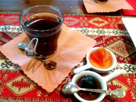 Herbata z samowaru z konfiturą