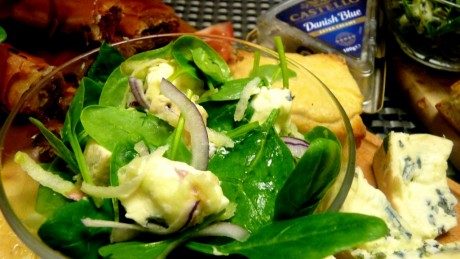 salatka ze swiezym szpinakiem